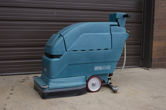 TENNANT 5200 Automatic Floor Scrubber