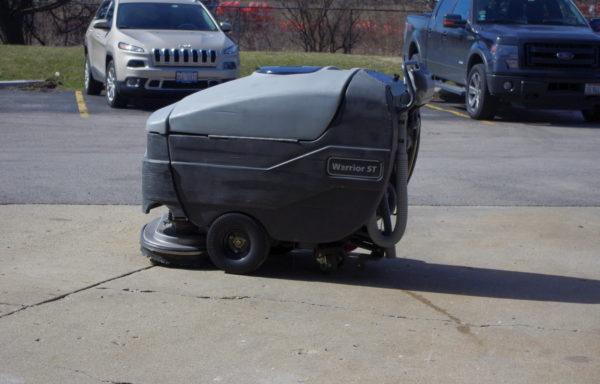 Advance Warrior 28ST Floor Scrubber with 28″ Disk